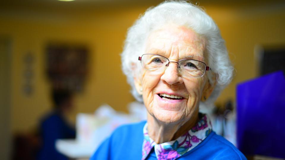 Como la risoterapia es buena para nuestros mayores